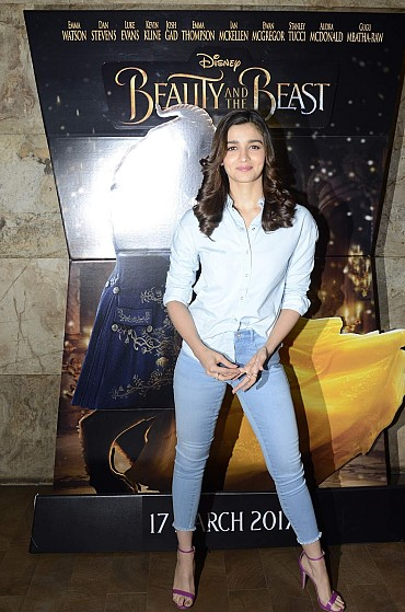 Alia Bhatt Looks Super Sexy In Skinny Jeans At 'Beauty And The Beast' Screening For NGO (Angel Express Foundation) Kids In Mumbai