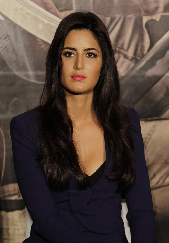 "Katrina Kaif Super Sexy Cleavage Show At ""Phantom"" Movie Trailer Launch At PVR Cinema, Mumbai"