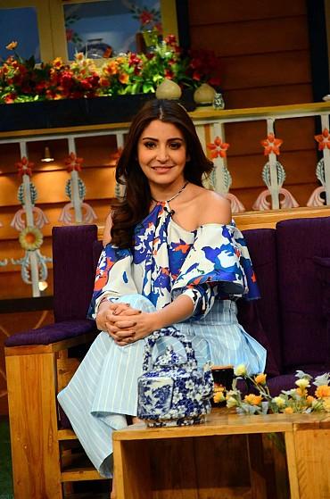 "Anushka Sharma Looks Sexy As She Promotes Film ""Phillauri"" On The Sets Of ""Kapil Sharma Show"" In Mumbai"